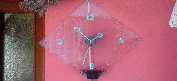 DIY : la magnifique horloge POV à LED Bleues de Kizo