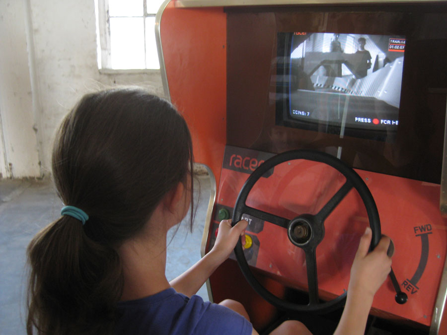 un simulateur de course de voiture rc r el en mode arcade semageek. Black Bedroom Furniture Sets. Home Design Ideas