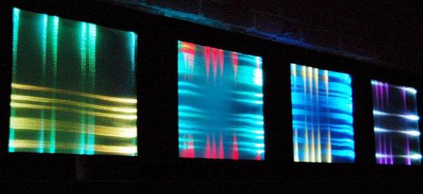 50 Different Minds : Un tableau interactif avec de la fibre de verre et des LED RVB
