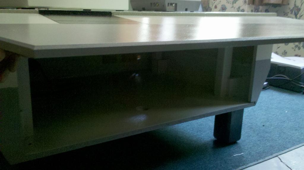 diy une table basse multim dia en forme de nintendo nes g ante semageek. Black Bedroom Furniture Sets. Home Design Ideas
