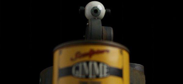 Gimme : Le petit robot cyclope qui fait la manche