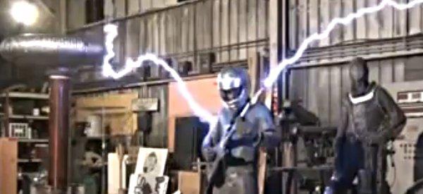 Vidéo : Jouer de la guitare électrique avec des bobines de Tesla