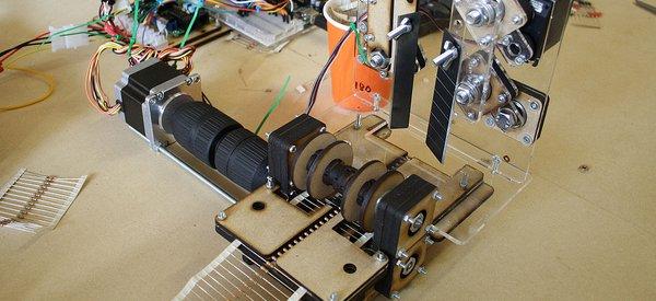 RECO : Un robot DIY qui coupe les rubans de résistances