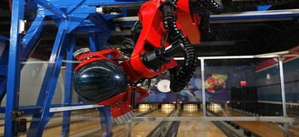 EARL, Le robot qui fait des strikes au bowling