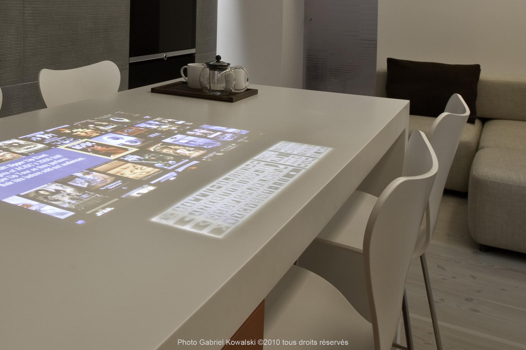 Plan De Travail Diy innovation : la cuisine avec clavier intégré dans le plan de