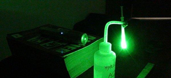 DIY : Visualiser les micro-organismes présents dans une goutte d'eau avec un laser