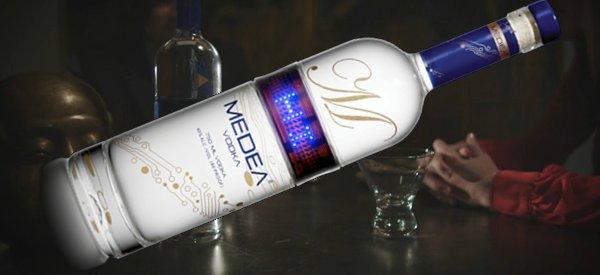 Medea, la bouteille de vodka avec un afficheur à LED programmable