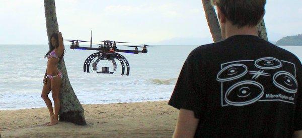 Hive : Une campagne de pub pour des bikinis filmée avec des drones Aerobot