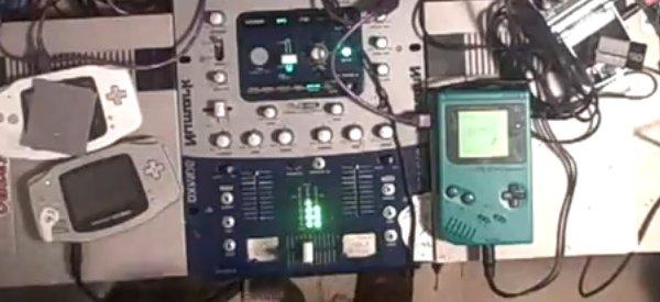 Live 8-Bit House Mix : Mixer du son avec des consoles 8 Bits.