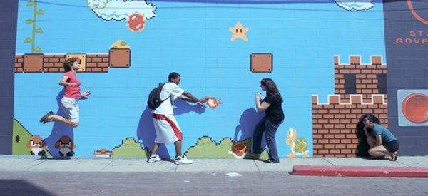Art 8 bits : Un mur d'une école peint aux couleurs de Super Mario Bros