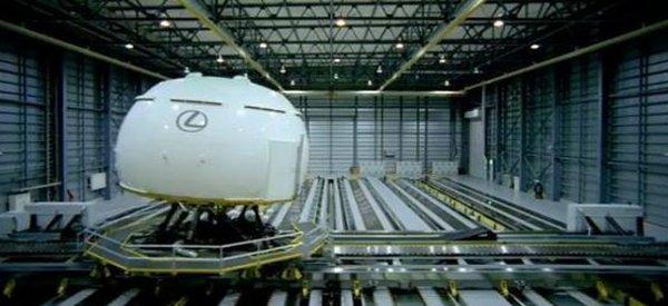 Lexus LS 460 : Un simulateur de conduite vraiment impressionnant