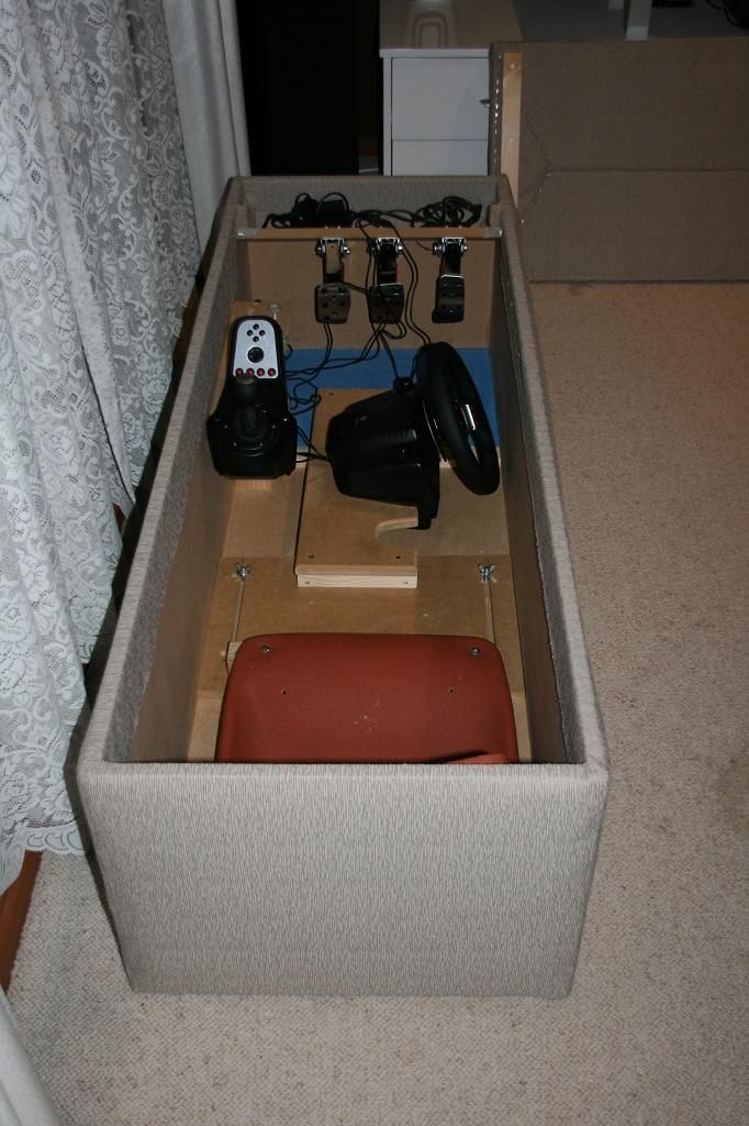 diy fabriquer un cockpit de voiture discret pour les jeux vid os dans le salon semageek. Black Bedroom Furniture Sets. Home Design Ideas