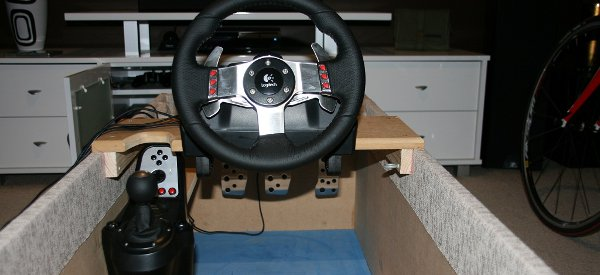 diy fabriquer un cockpit de voiture discret pour les jeux vid os dans le salon semageek. Black Bedroom Furniture Sets. Home Design Ideas
