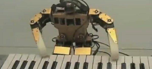 """Robonova : Un petit robot qui joue """"Ah ! vous dirai-je, maman"""" au clavier"""