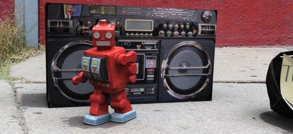 Vidéo : A Robot's Life, Le robot danseur qui fait la manche