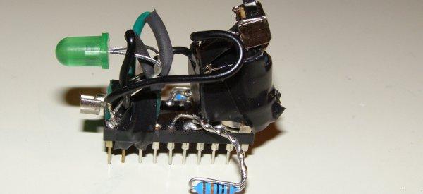 Vibrobot : Un petit robot vibrant fabriqué avec des composants électroniques