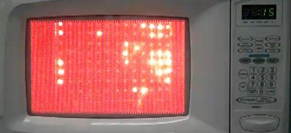 Visualiser les micro-ondes d'un four avec des lampes néons