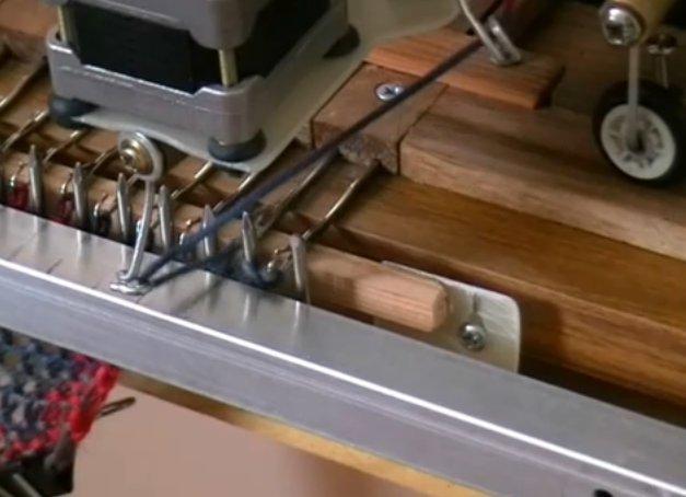 diy fabriquer une machine tricoter avec des vieilles imprimantes semageek. Black Bedroom Furniture Sets. Home Design Ideas