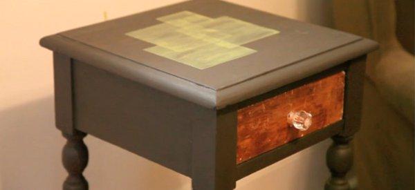 Tableau : Un tiroir de table de chevet qui intègre Twitter d'une manière physique
