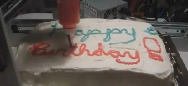 AutoFrost Cake Decorator : La machine CNC qui décore votre gâteaux avec du glaçage.