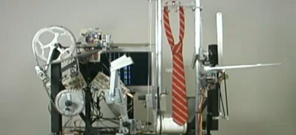 L'incroyable machine de Seth Goldstein qui réalise les noeuds de cravate