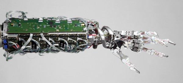 Robotique : On a retrouvé la main indestructible de Terminator en Allemagne.