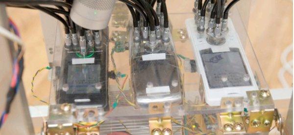 Caduceus : Une machine incroyable pour utiliser 3 téléphones portables à distance.