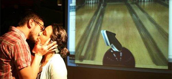 Kiss Controller : Utilise ta copine comme contrôleur de jeu en l'embrassant