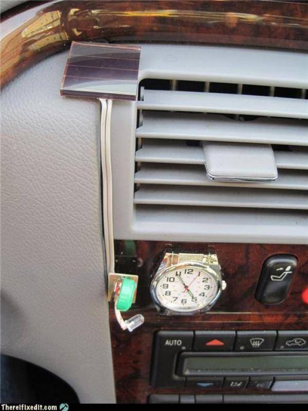 diy fabriquer une horloge clairage solaire pour votre voiture semageek. Black Bedroom Furniture Sets. Home Design Ideas
