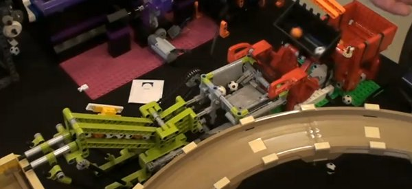 Vidéo : Le plus grand montage Great Ball Contraption en LEGO au monde