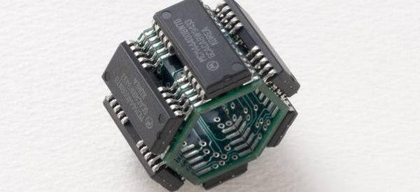 Des bagues réalisées à partir de circuits électroniques recyclés