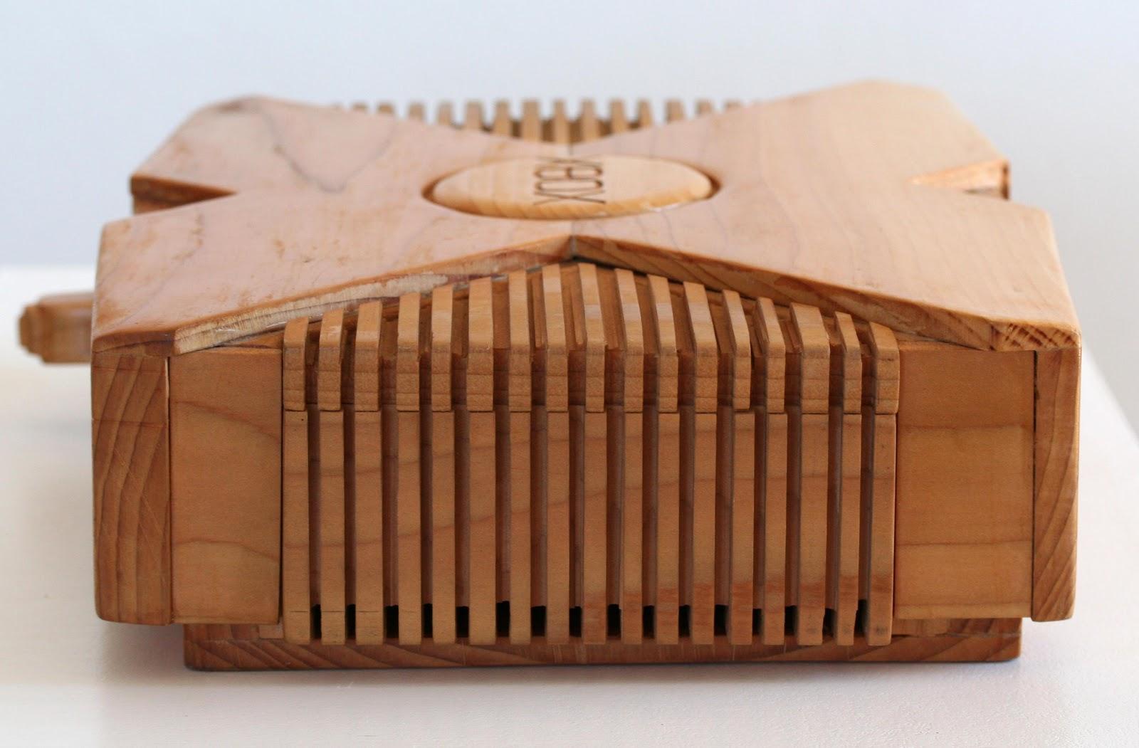 Art geek une magnifique sculpture de xbox taill dans le - Sculpture sur bois debutant ...