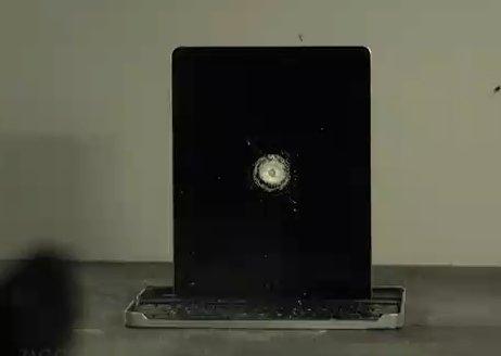 Vidéo : La destruction d'un iPad 2 au fusil à pompe en slowmotion