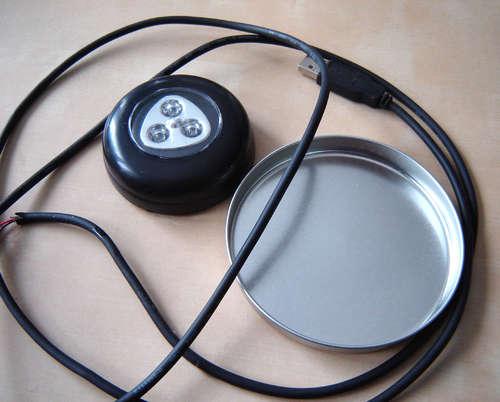 diy fabriquer une lampe de chevet bien geek avec un vieux clavier semageek. Black Bedroom Furniture Sets. Home Design Ideas