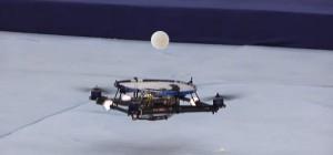 Vidéo : Des quadrocopters qui font jongler une balle