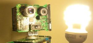 Une magnifique sculpture de robot réalisée avec des pièces recyclées d'ordinateurs