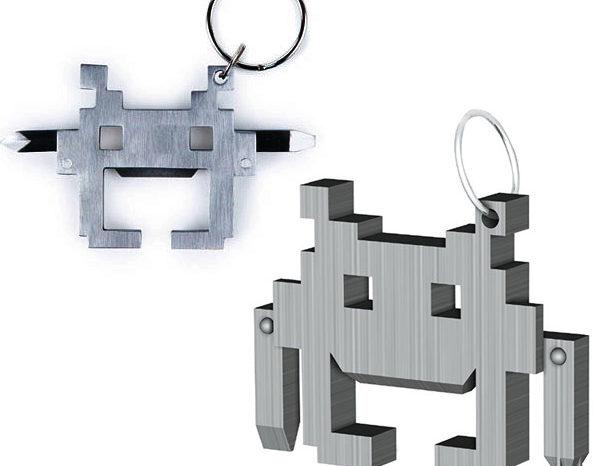 Gadget : Un porte-clefs Space Invaders avec décapsuleur et tournevis de secours