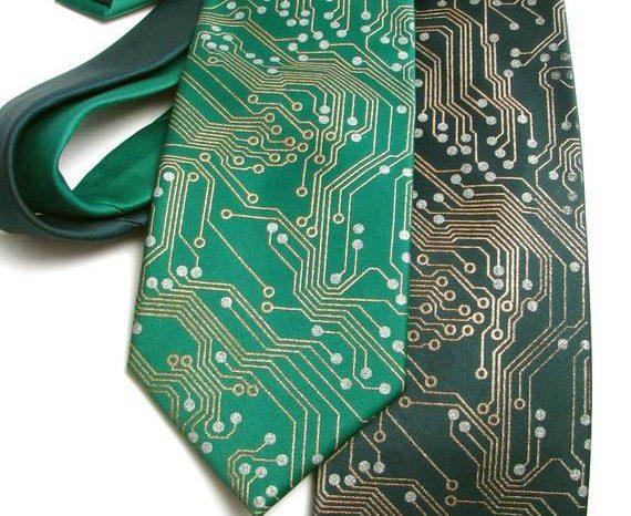 Need : La cravate avec les pistes de circuits électroniques