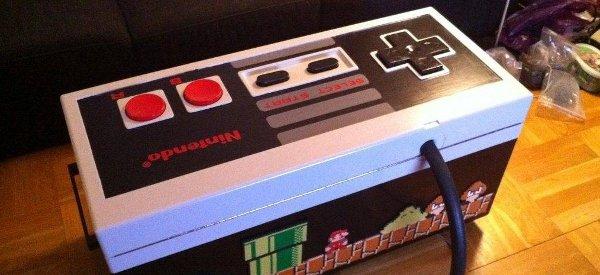 Une table basse DIY en forme de contrôleur Nintendo NES géant