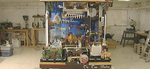 Une machine de Rube Goldberg qui retrace l'évolution du monde.