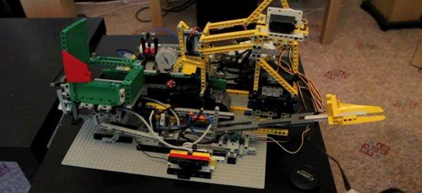 Une incroyable machine en LEGO pour réaliser un simple lancé de dé