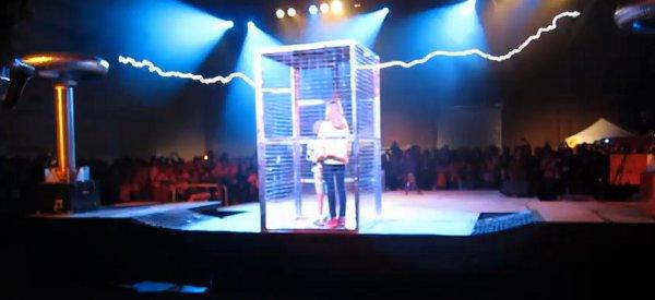 Une nouvelle performance de ArcAttack à la MakerFaire 2011