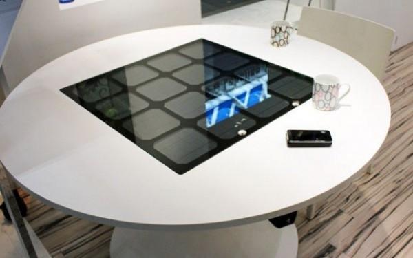 Une table solaire pour recharger vos périphériques mobile sans fil