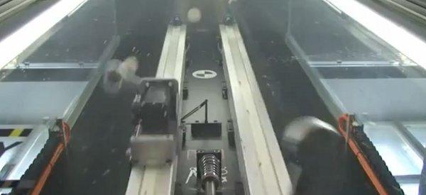 Juggler : Le robot qui jongle avec 5 balles simultanement