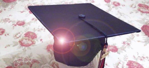 Un jeune diplômé américain équipe son chapeau d'infrarouge pour délivrer un message en Morse