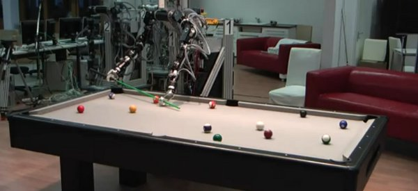 Un robot à deux bras capable de jouer au billard à la perfection