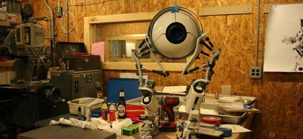 Une magnifique réplique du robot Atlas de Portal 2