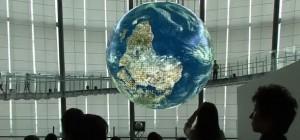 Vidéo : Démonstration de l'écran sphérique OLED géant Geo-Cosmos