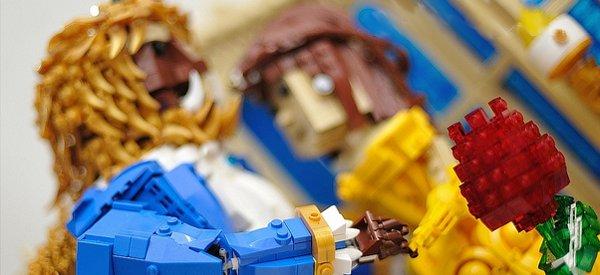 Une reproduction de la Belle et la Bête en version LEGO