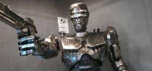 Art : Une magnifique sculpture steampunk de Robocop en métal recyclé